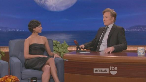 Morena BaccarinCrossedLegs Conan (2012-01-23)1