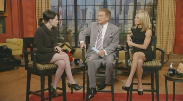 Kristen Stewart - Regis and Kelly (2009-11-18)1