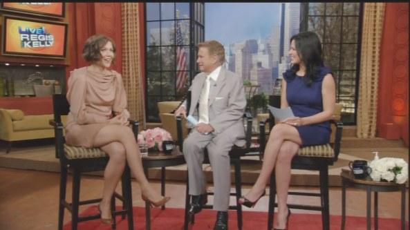 Maggie Gyllenhaal - Regis And Kelly (2010-08-18)3